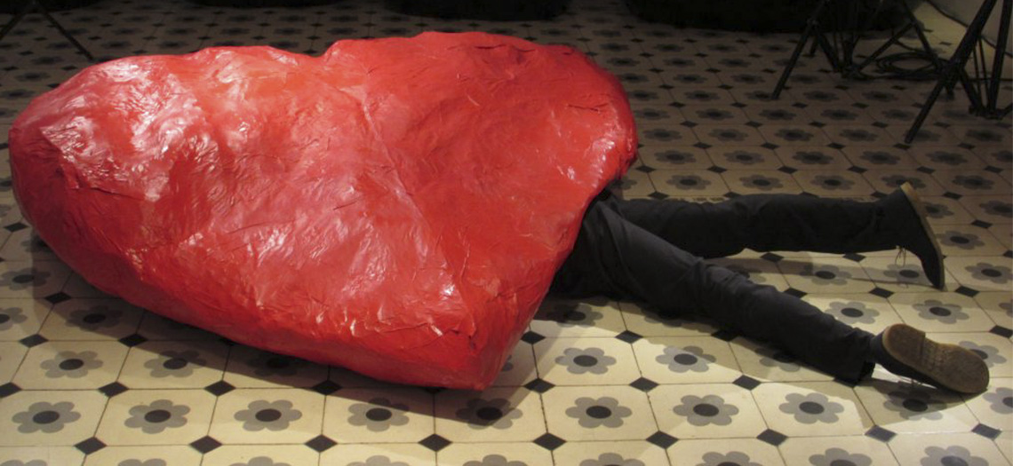 Homme écrasé par un coeur